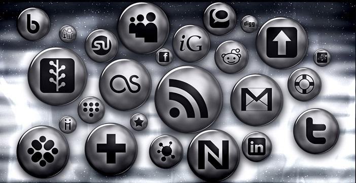 Silver Button Social Media